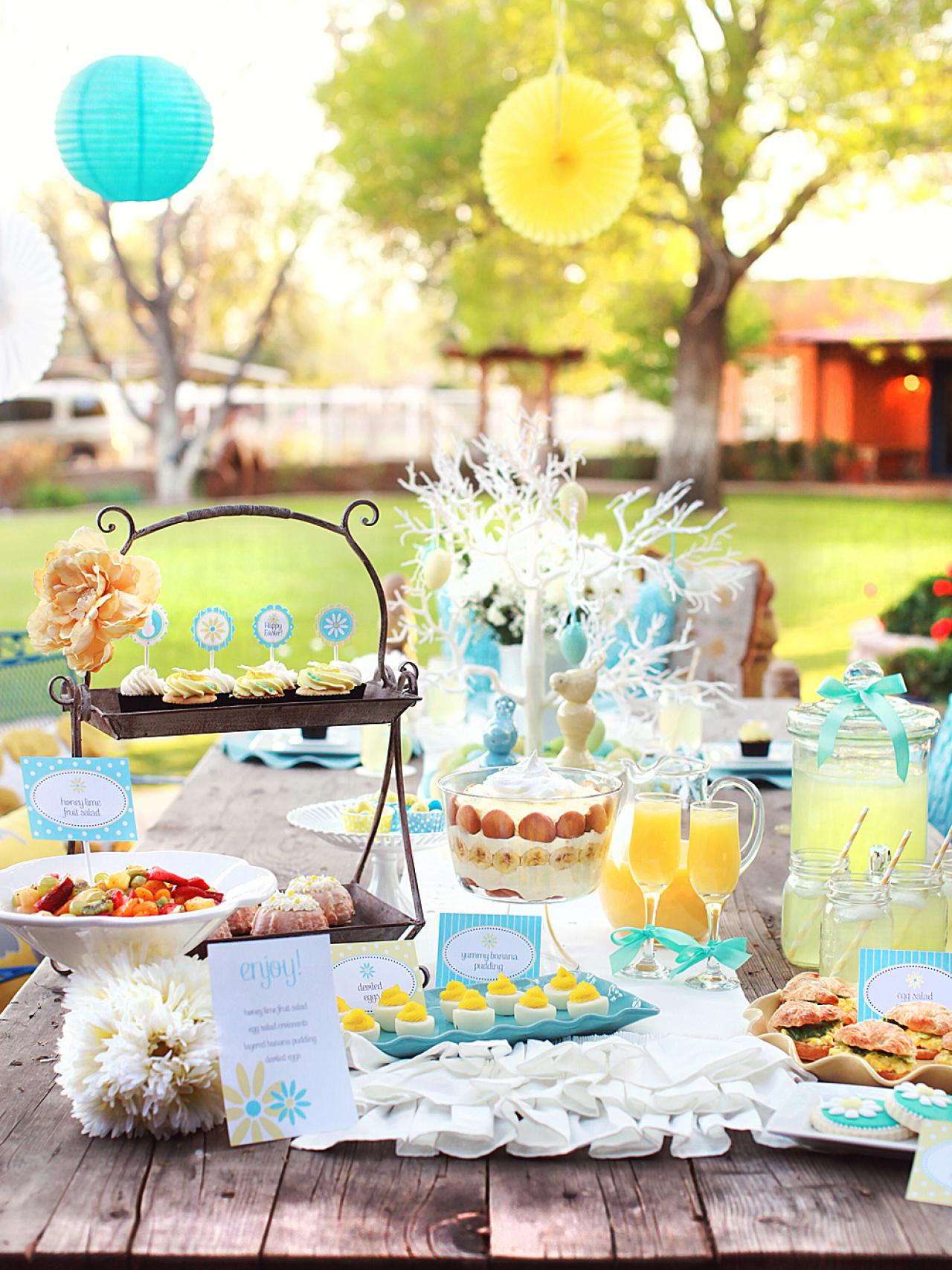 Charming yellow and blue easter brunch entertaining Brunch table decorations