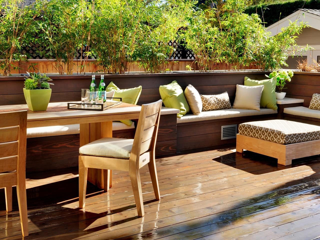 Deck design ideas outdoor spaces patio ideas decks for Outside balcony furniture