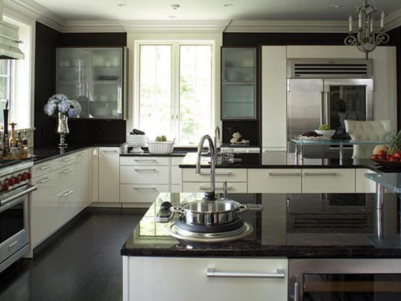 Yellow kitchen cabinets pictures ideas tips from hgtv for White gloss kitchen wall cupboards