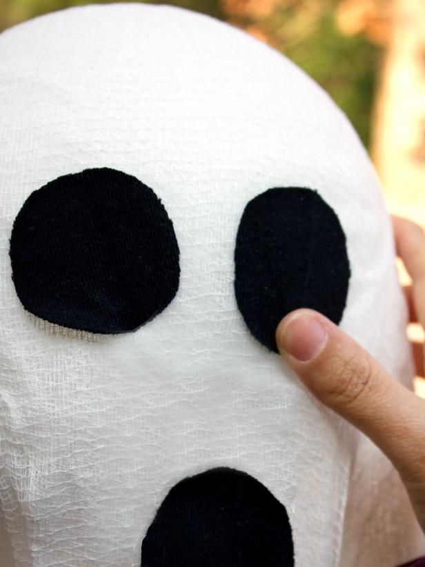 A Halloween ghost gets its eyes in this crafty step-by-step.