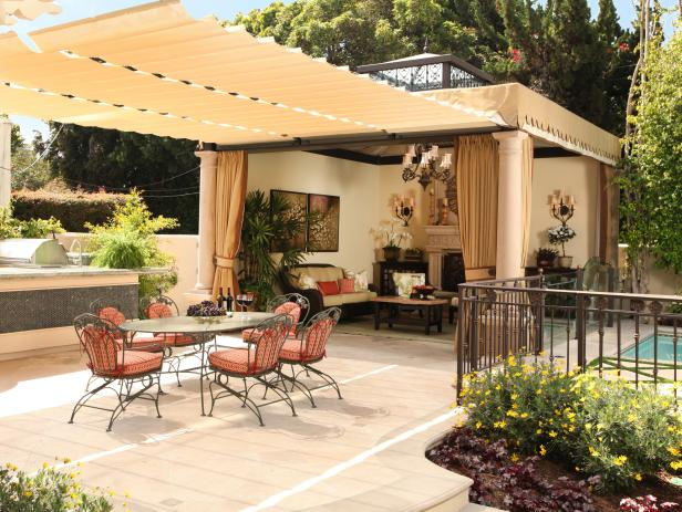Outdoor Dining Room With Fabric Pergola