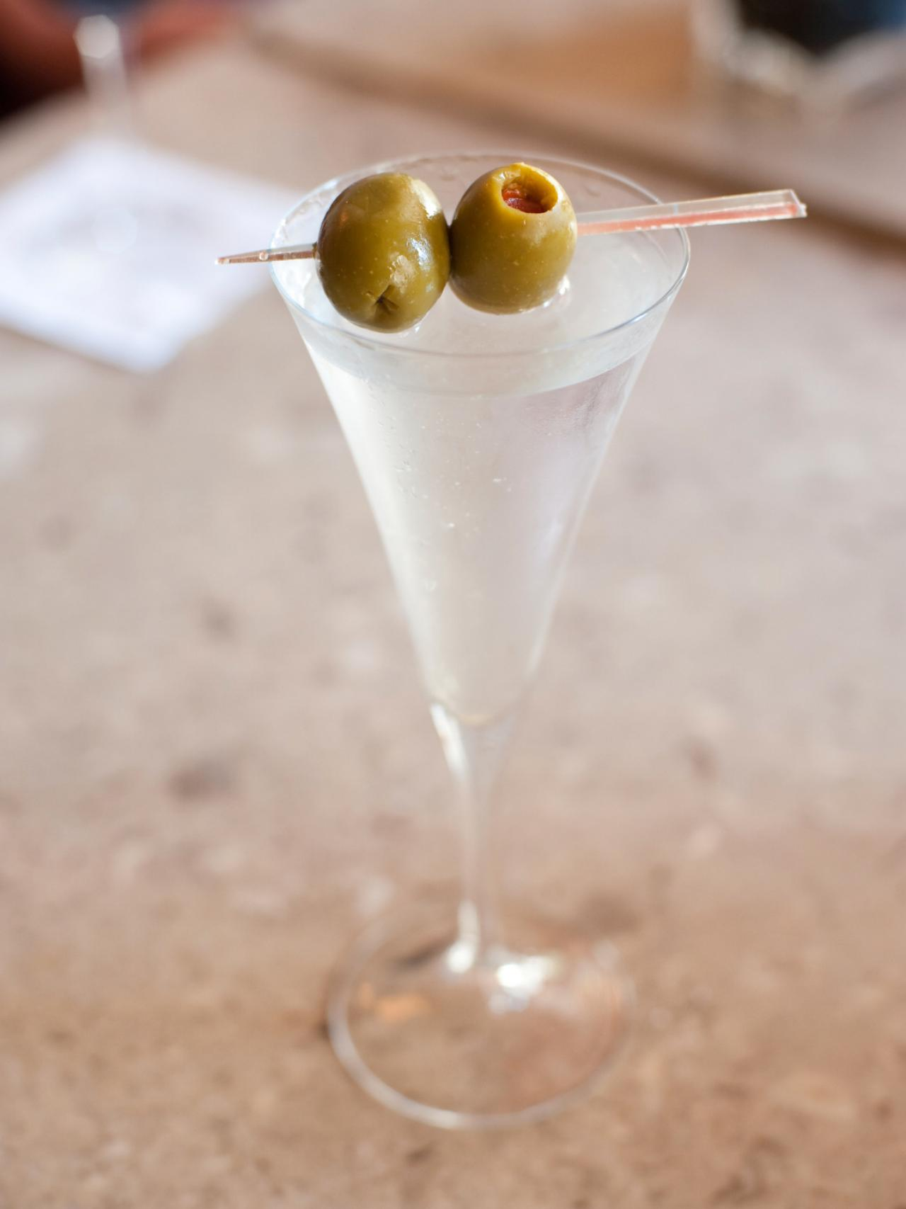 Dry gin martini recipe hgtv for Best gin for martini recipes