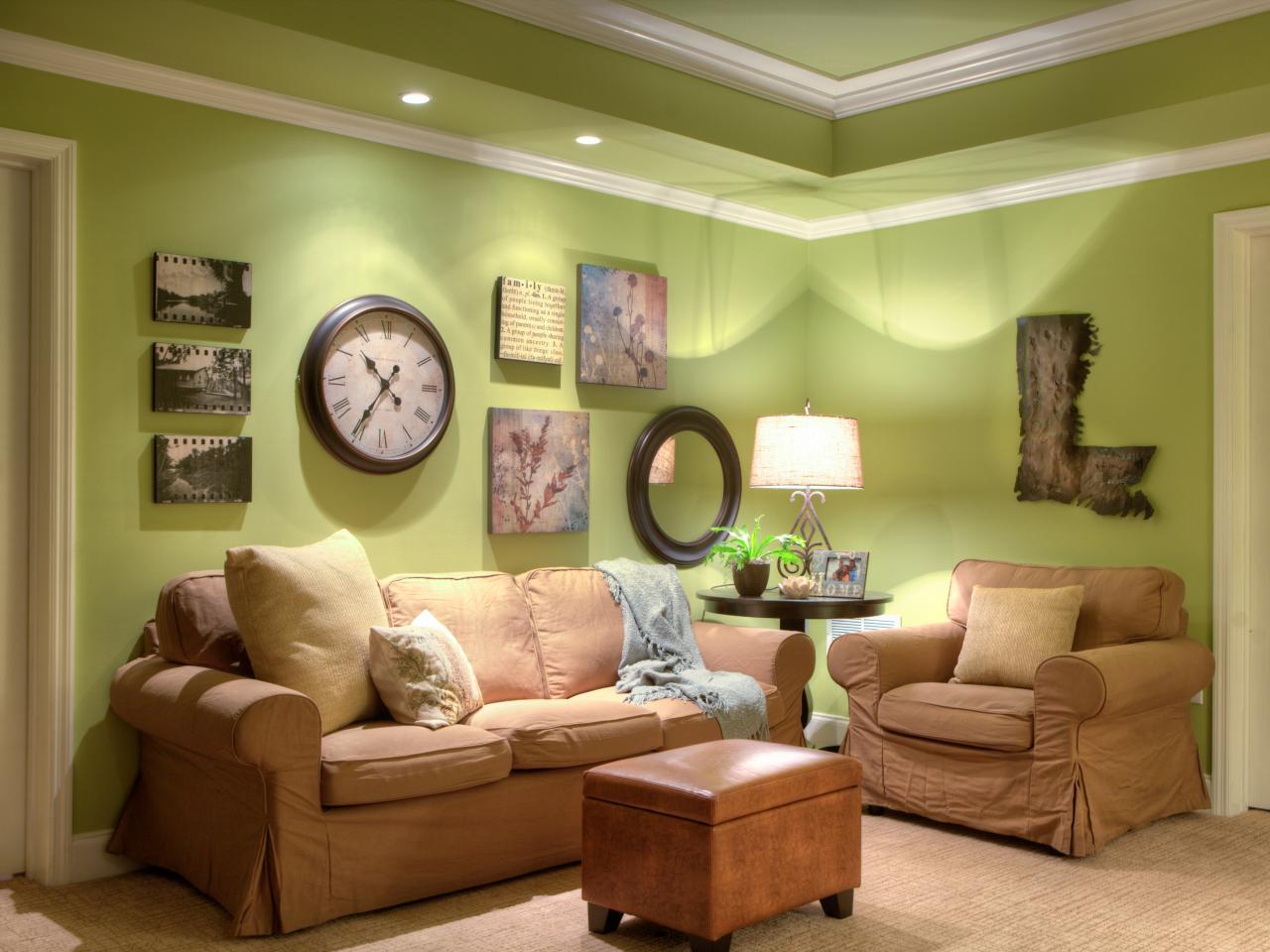 Green cottage living space photos hgtv - Relojes de salon modernos ...