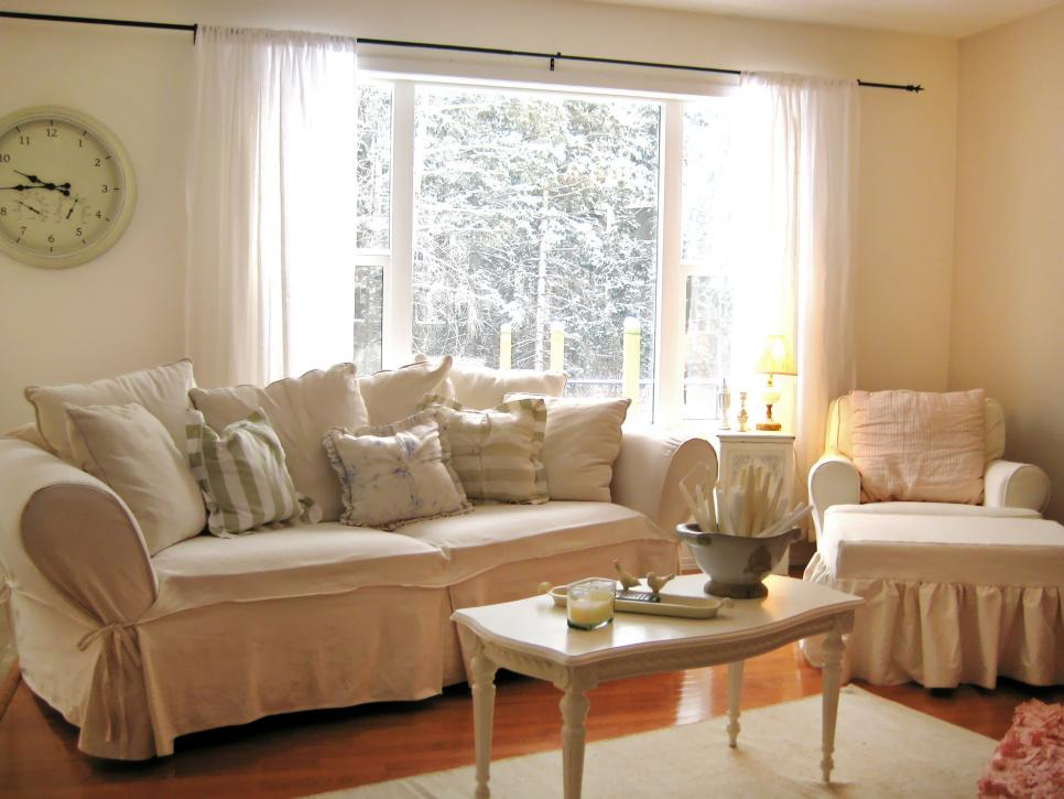 Shabby chic living rooms hgtv for Living room design styles