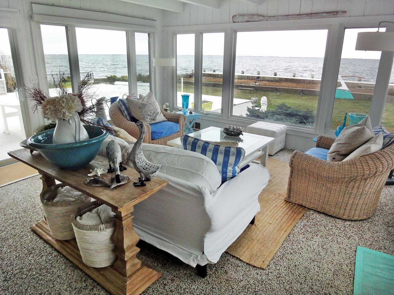 Coastal decorating ideas beachfront bargain hunt hgtv for Beach decor ideas living room