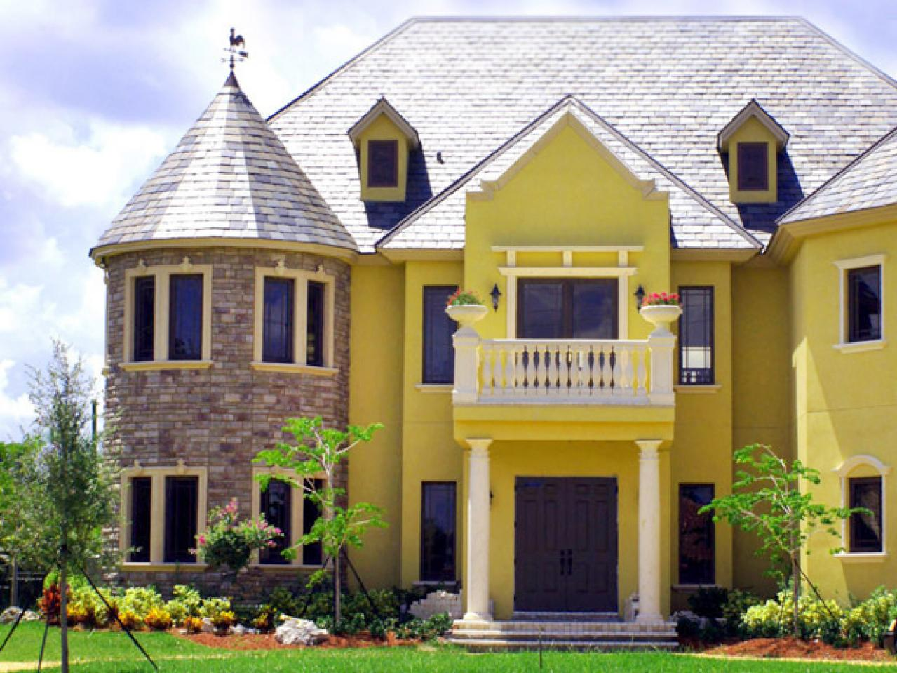Phenomenal How To Paint The Exterior Of A House Hgtv Largest Home Design Picture Inspirations Pitcheantrous