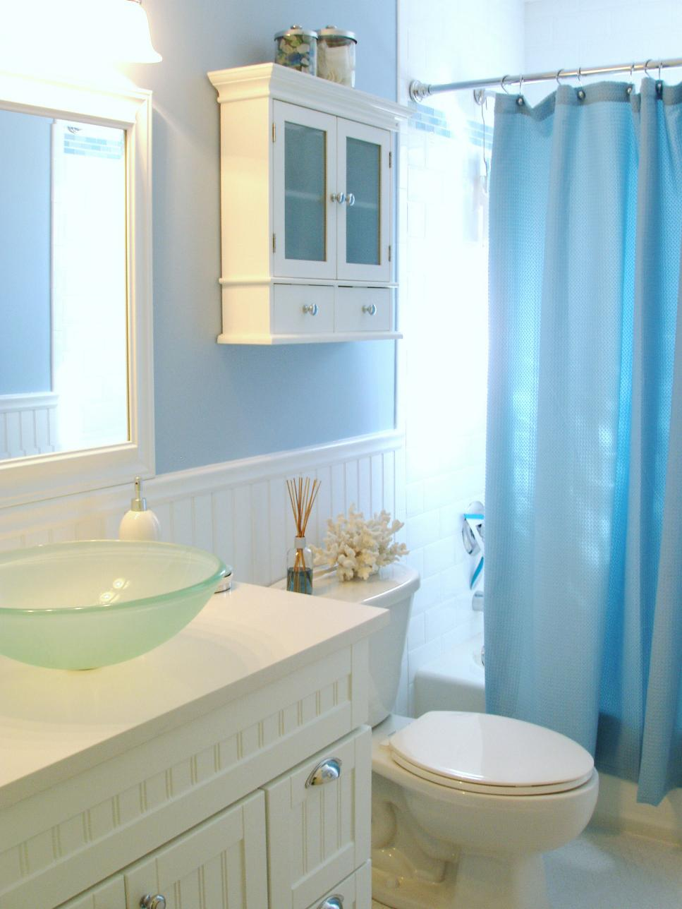 12 stylish bathroom designs for kids hgtv for Coastal bathroom design