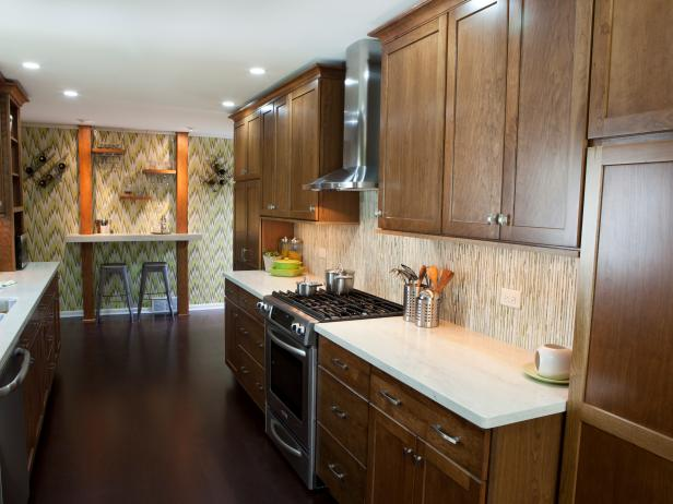 Traditional galley kitchen photos hgtv for Traditional galley kitchens