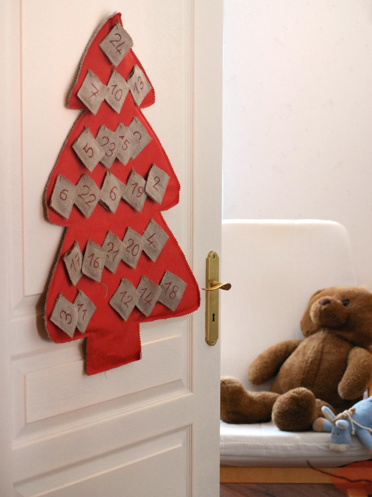 15 Festive Entryway Decorating Ideas For The Holidays