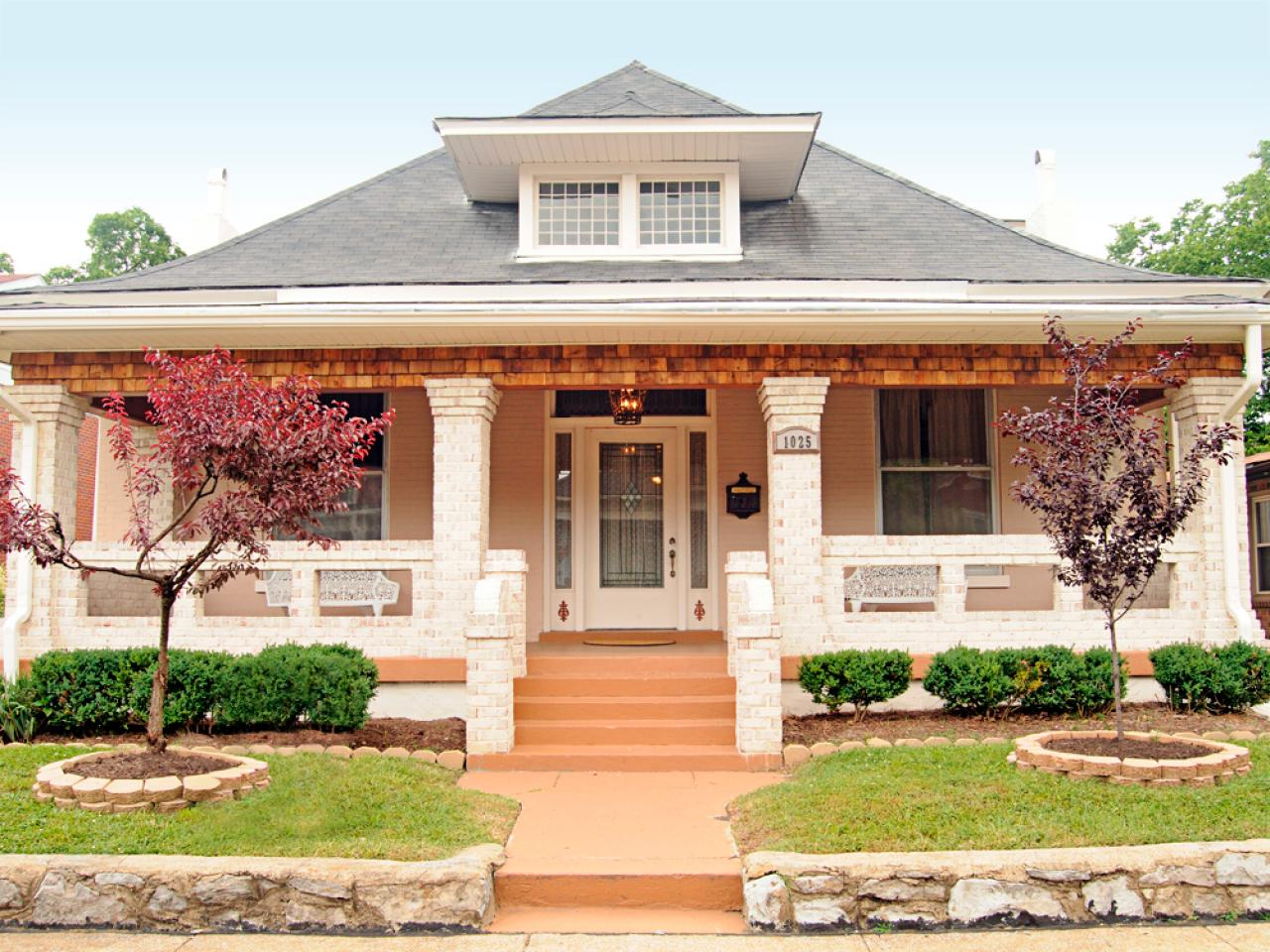 Boost your curb appeal with a bungalow look landscaping for Craftsman landscape design ideas