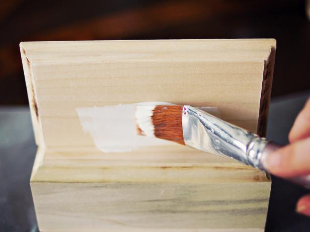 Priming Stocking Hanger Box Step 7
