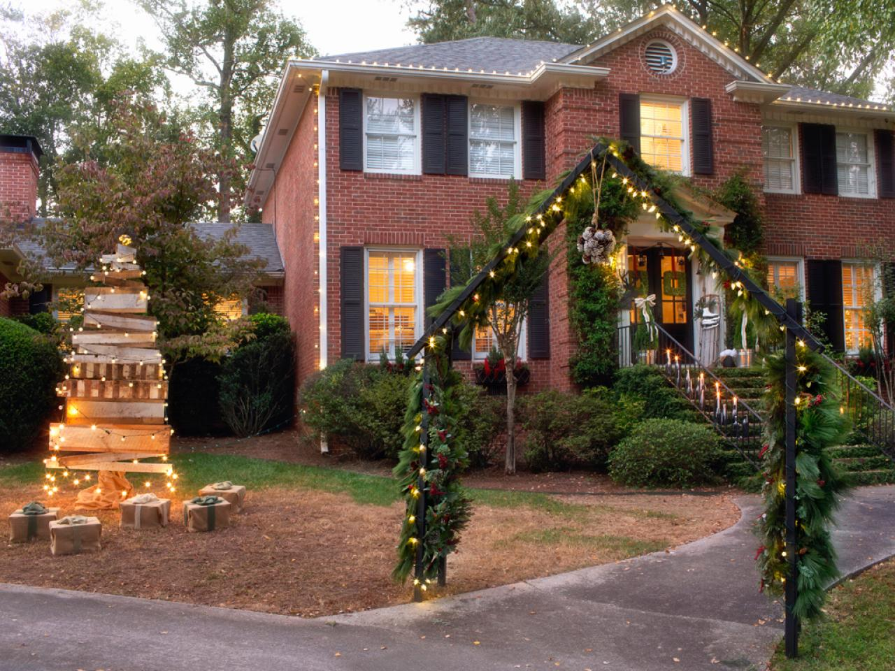 Take a video tour of hgtv 39 s holiday house interior for Christmas home ideas