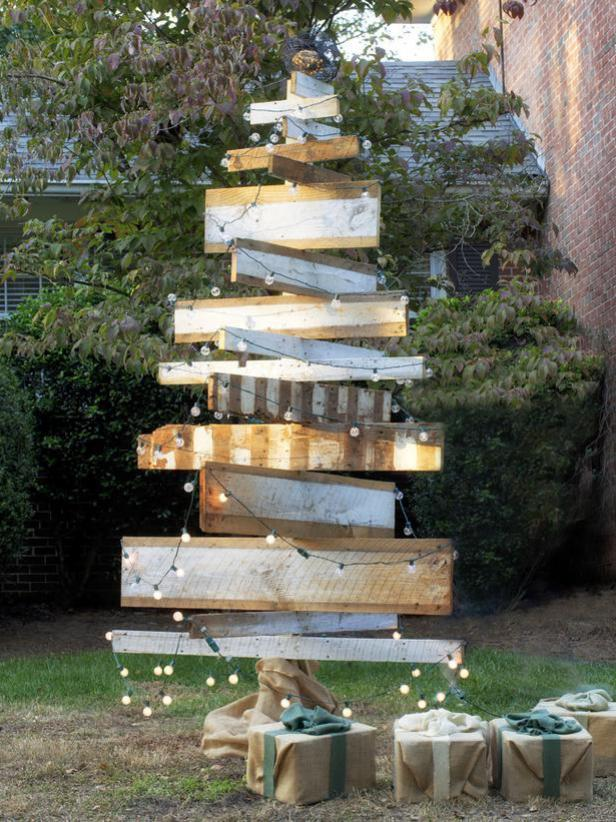 Outdoor Holiday Wooden Tree