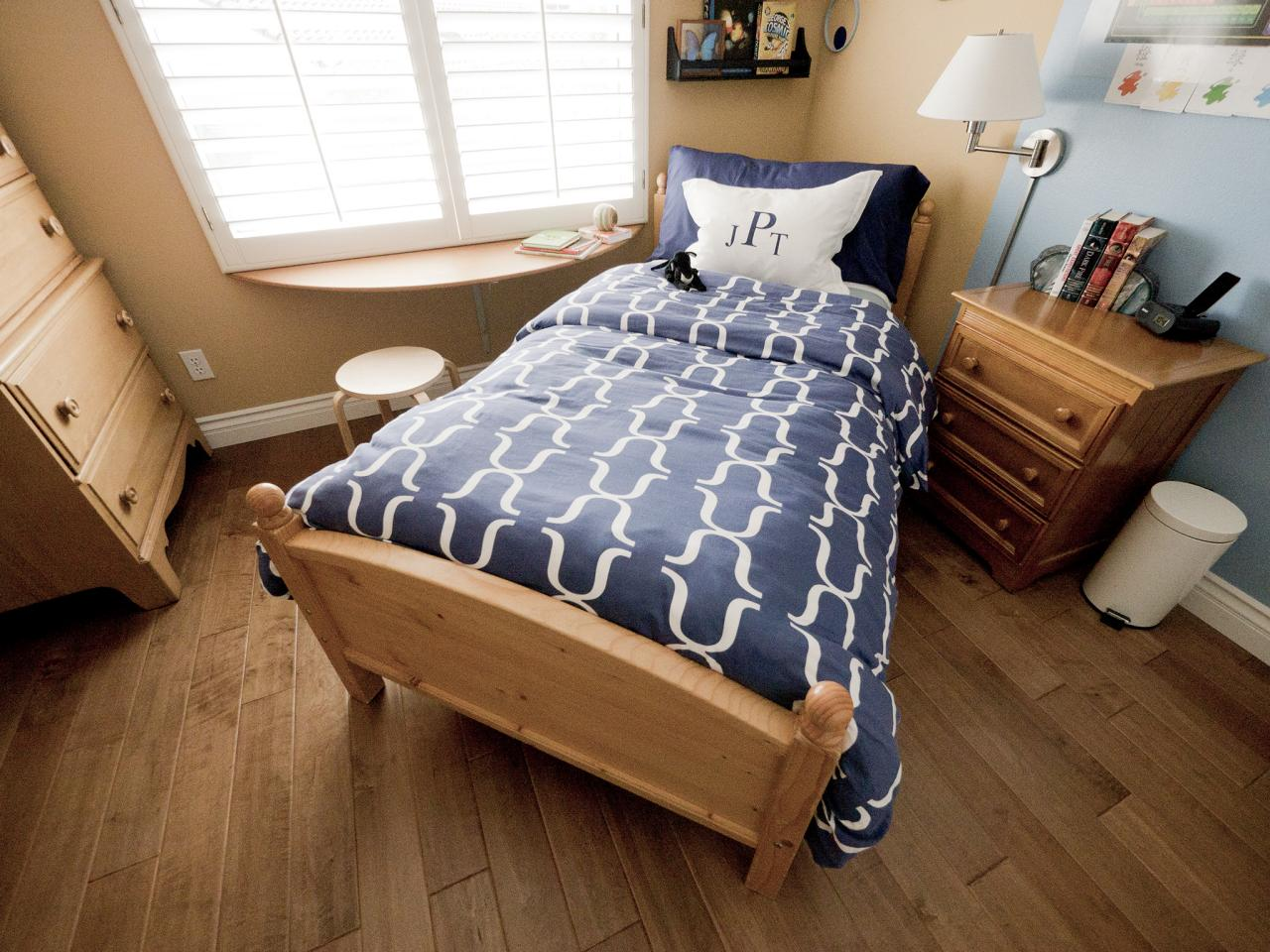 Small boy 39 s room with big storage needs kids room ideas for Big bed small room