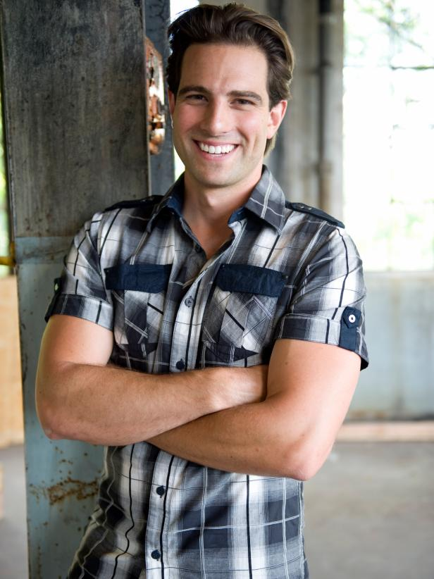 HHMAN101_Scott-McGillivray-host-arms-crossed_s3x4