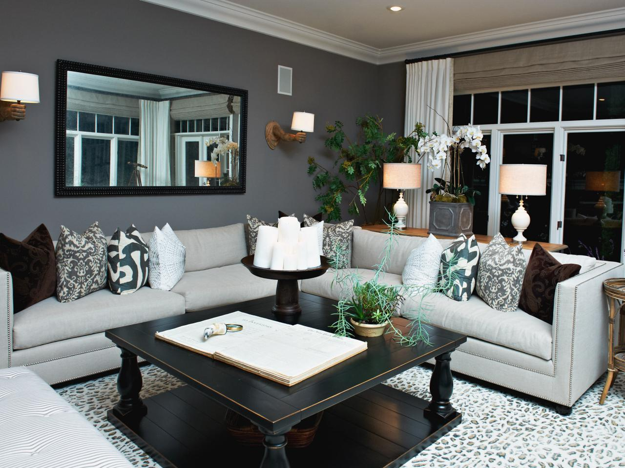 Photo page hgtv for Best neutral colors for living room