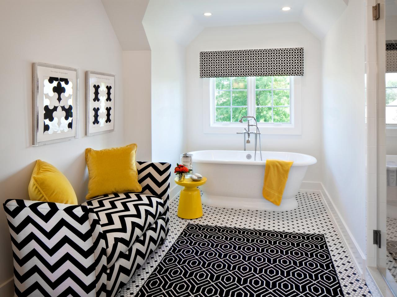 Black and white bedrooms with color accents - Black And White Bathroom Decor Ideas
