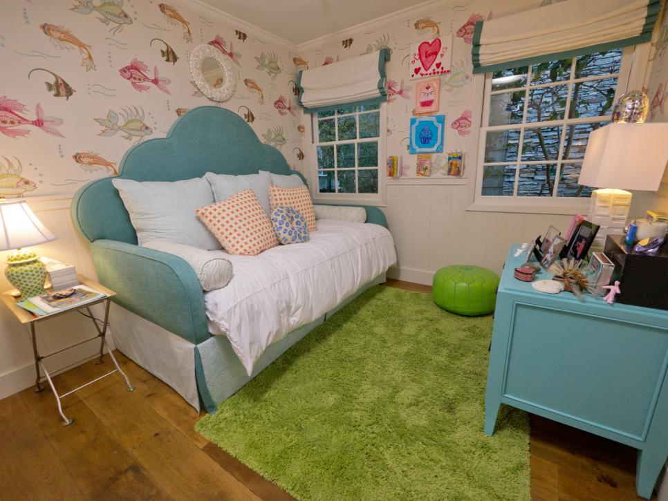 A tween girl 39 s underwater themed bedroom hgtv for Rooms 4 kids
