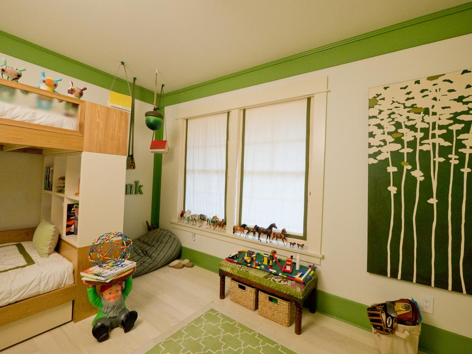 Woodland themed boy 39 s room hgtv for Bedroom ideas for 3 year old boy