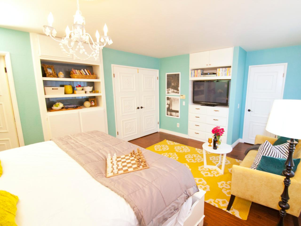 Photo page hgtv Master bedroom with yellow walls
