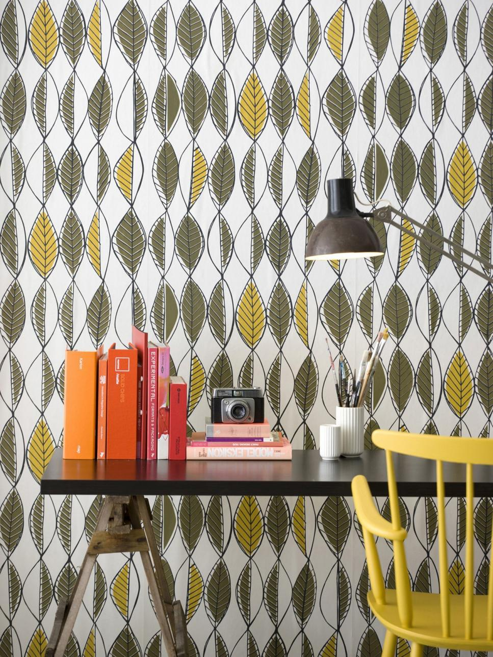 Vintage wallpaper ideas hgtv for Wallpaper decor