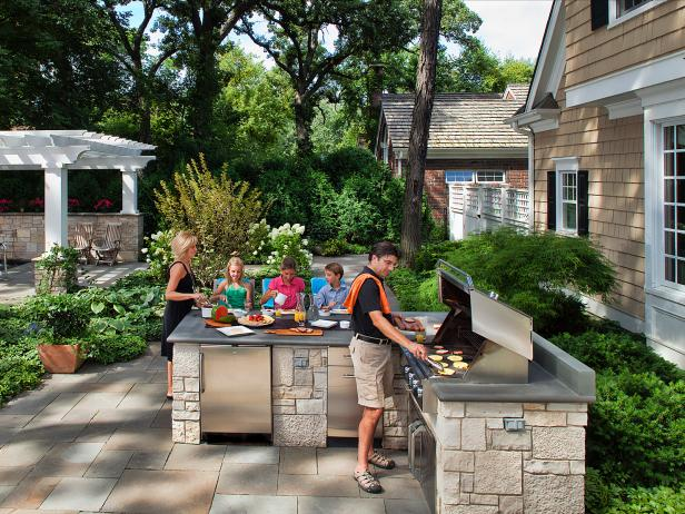 outdoor family friendly patio for entertaining