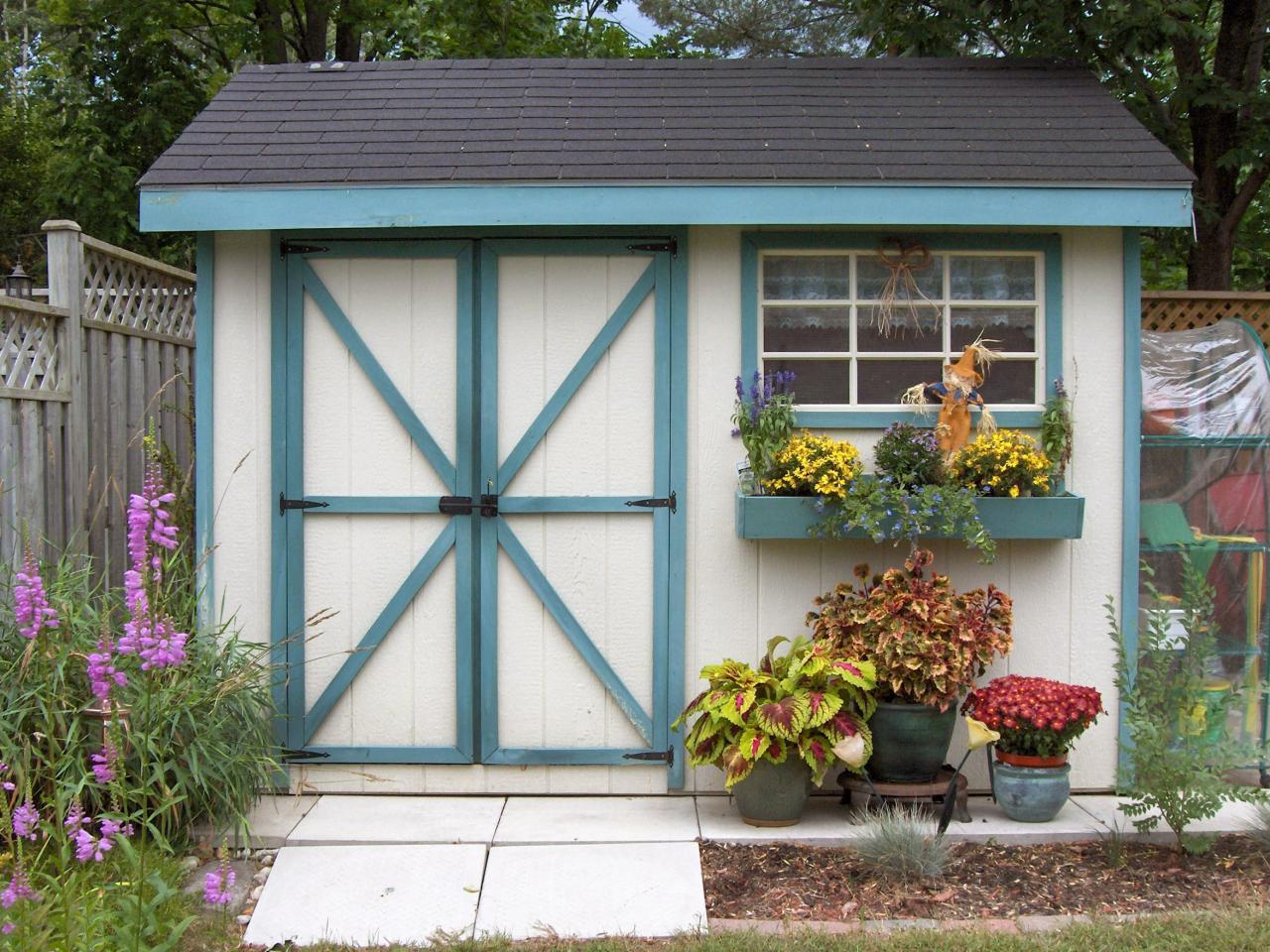 Photo page hgtv for Window garden designs