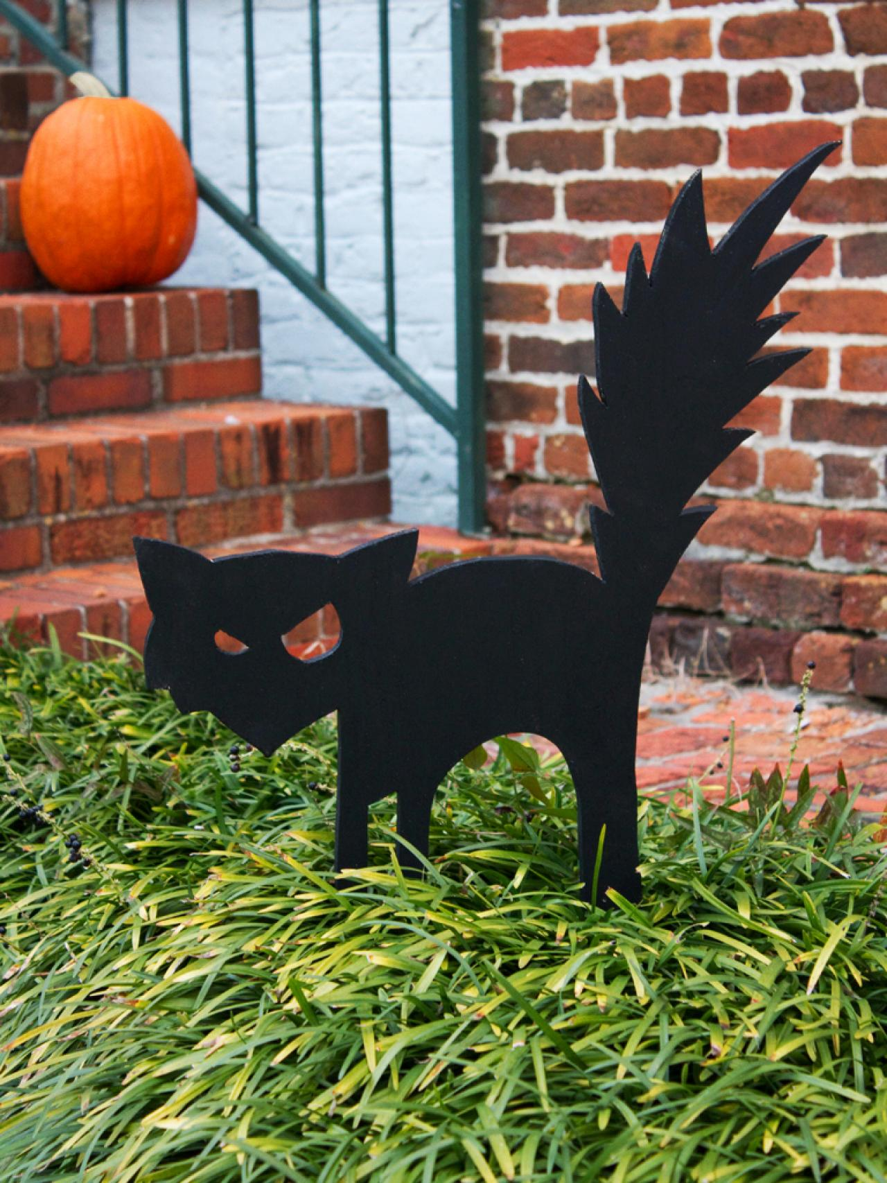 black cat outdoor halloween decoration - Halloween Yard Decorating Ideas