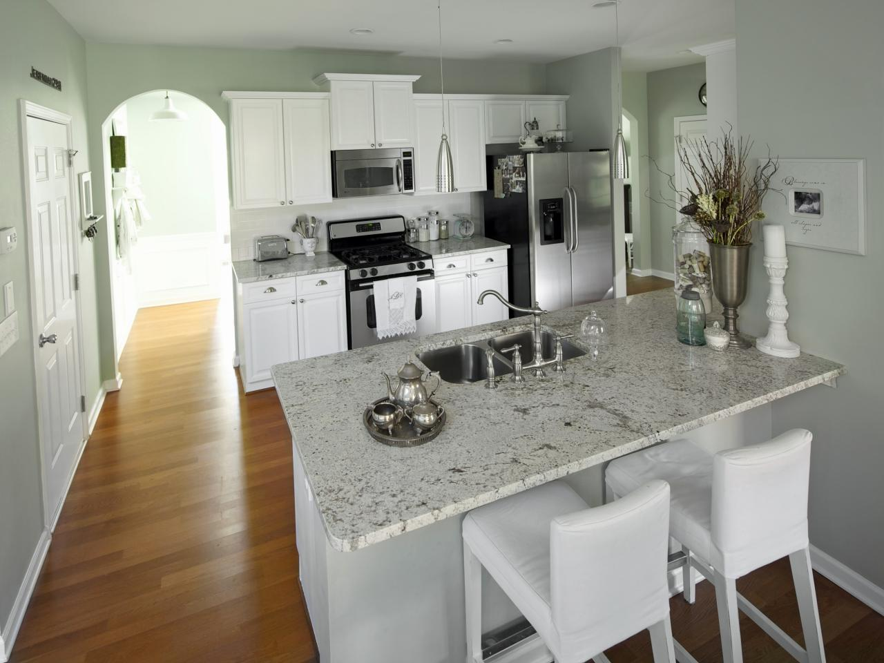 Photos hgtv White cabinets grey walls