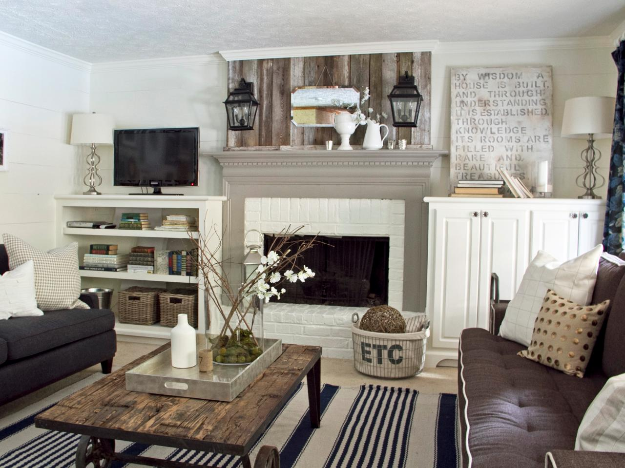 Photo page hgtv for Cottage living room design ideas