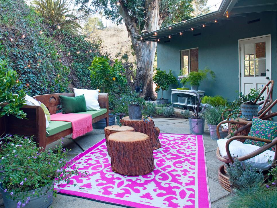 Our favorite designer outdoor rooms hgtv for Designs for garden rooms
