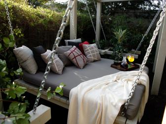 Cozy Garden Daybed