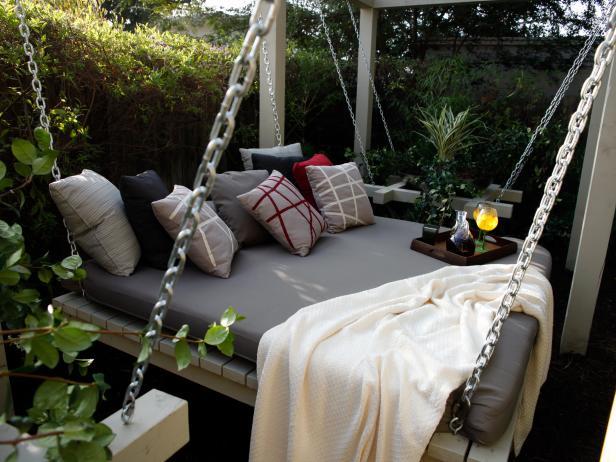 Cozy Garden Daybed