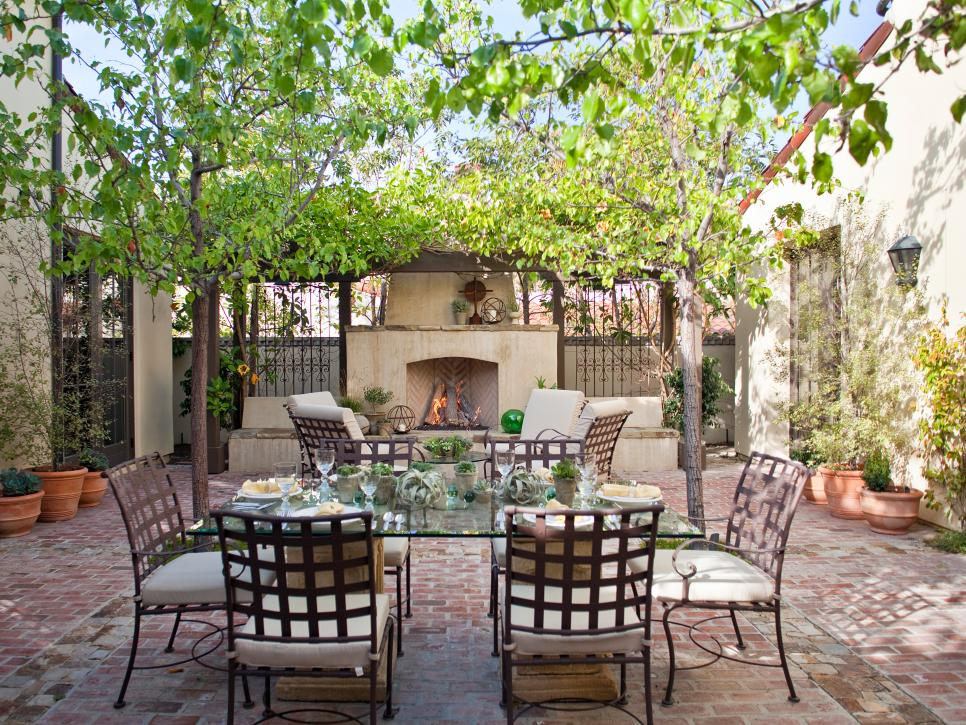 Stylish and functional outdoor dining rooms hgtv for Exterior house design for small spaces