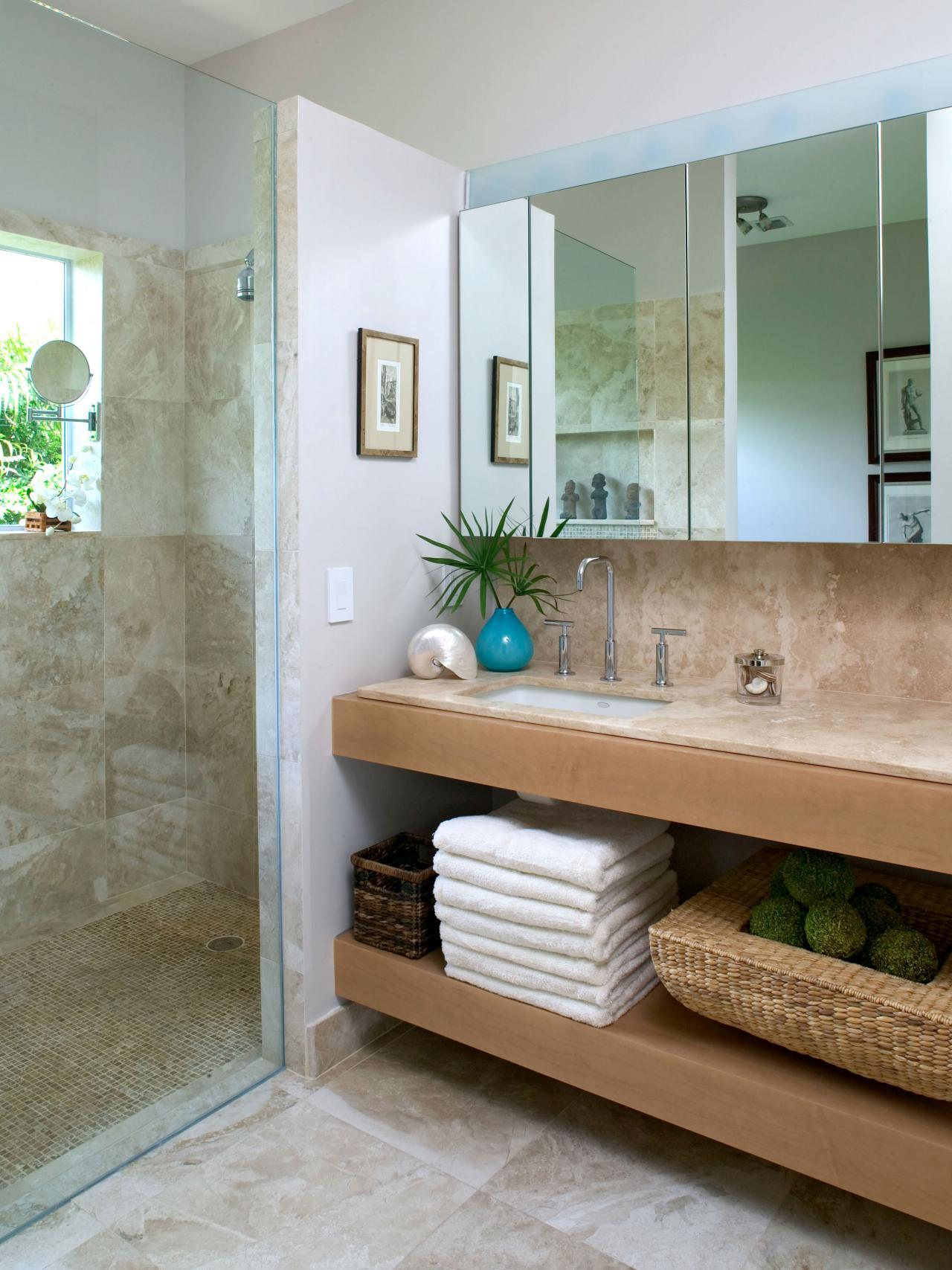 Coastal bathroom ideas bathroom ideas designs hgtv for Beach decor bathroom ideas