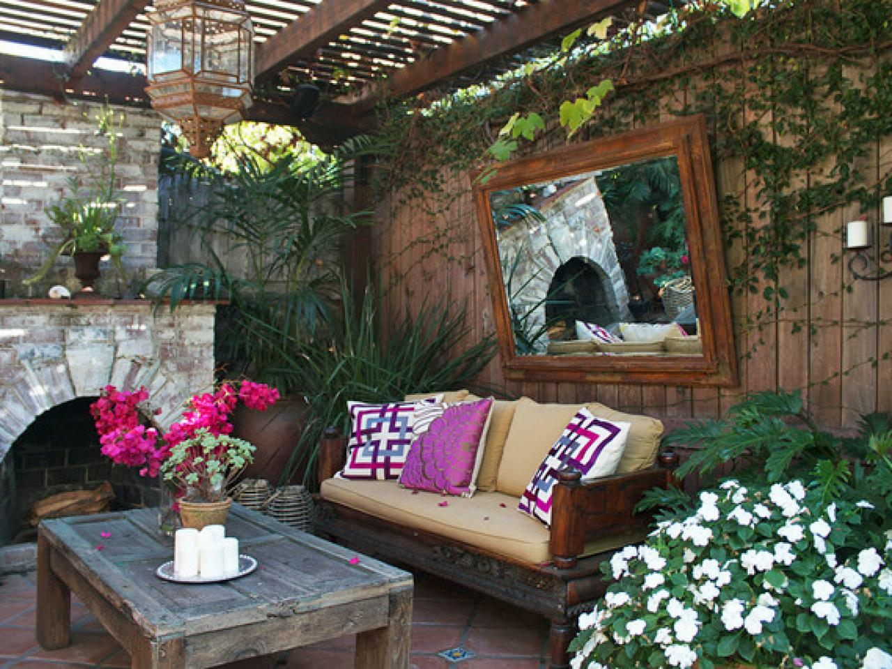 Outdoor living spaces gallery best outdoor living spaces for Designs for garden rooms