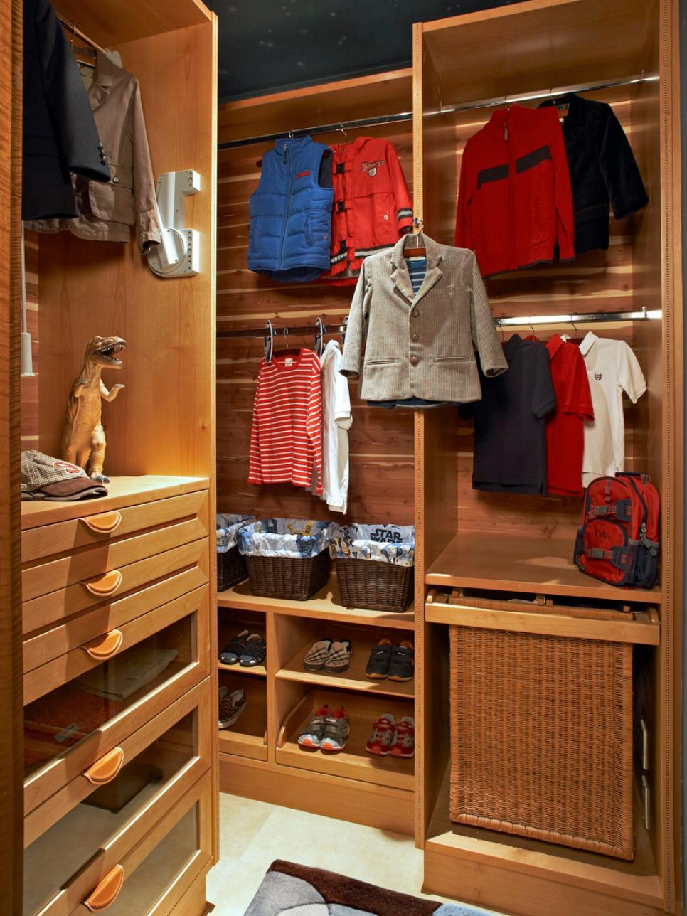 10 ways to organize your kid 39 s closet hgtv for Kids room closet ideas