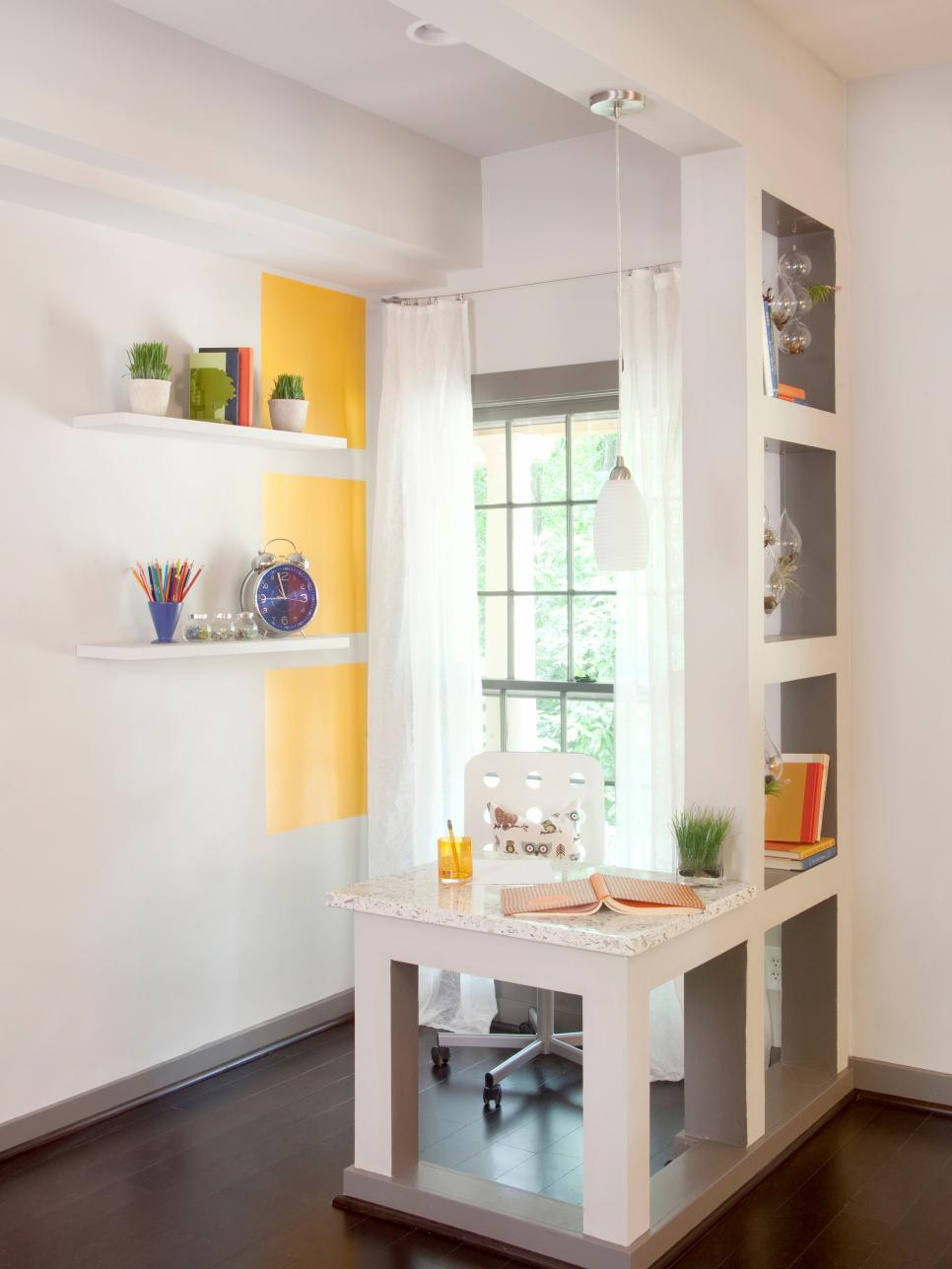 Small home office ideas hgtv for Home office decor ideas