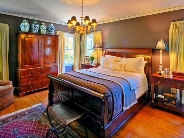 Traditional Bedroom Set With Sleigh Bed, Blue Vases and Chandelier