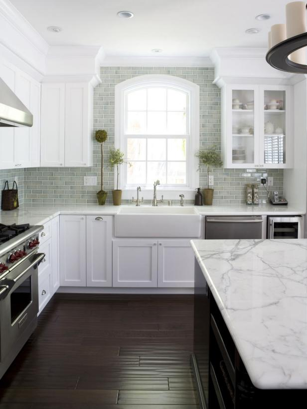 White Kitchen With Tile Backplash