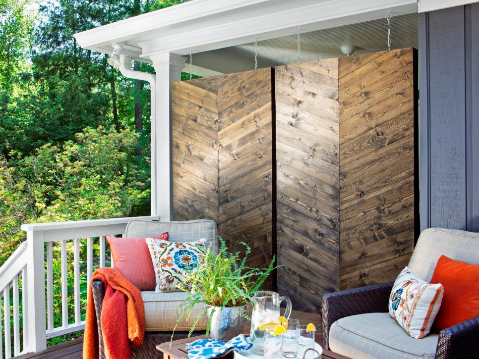 Backyard privacy ideas hgtv for Patio privacy screen