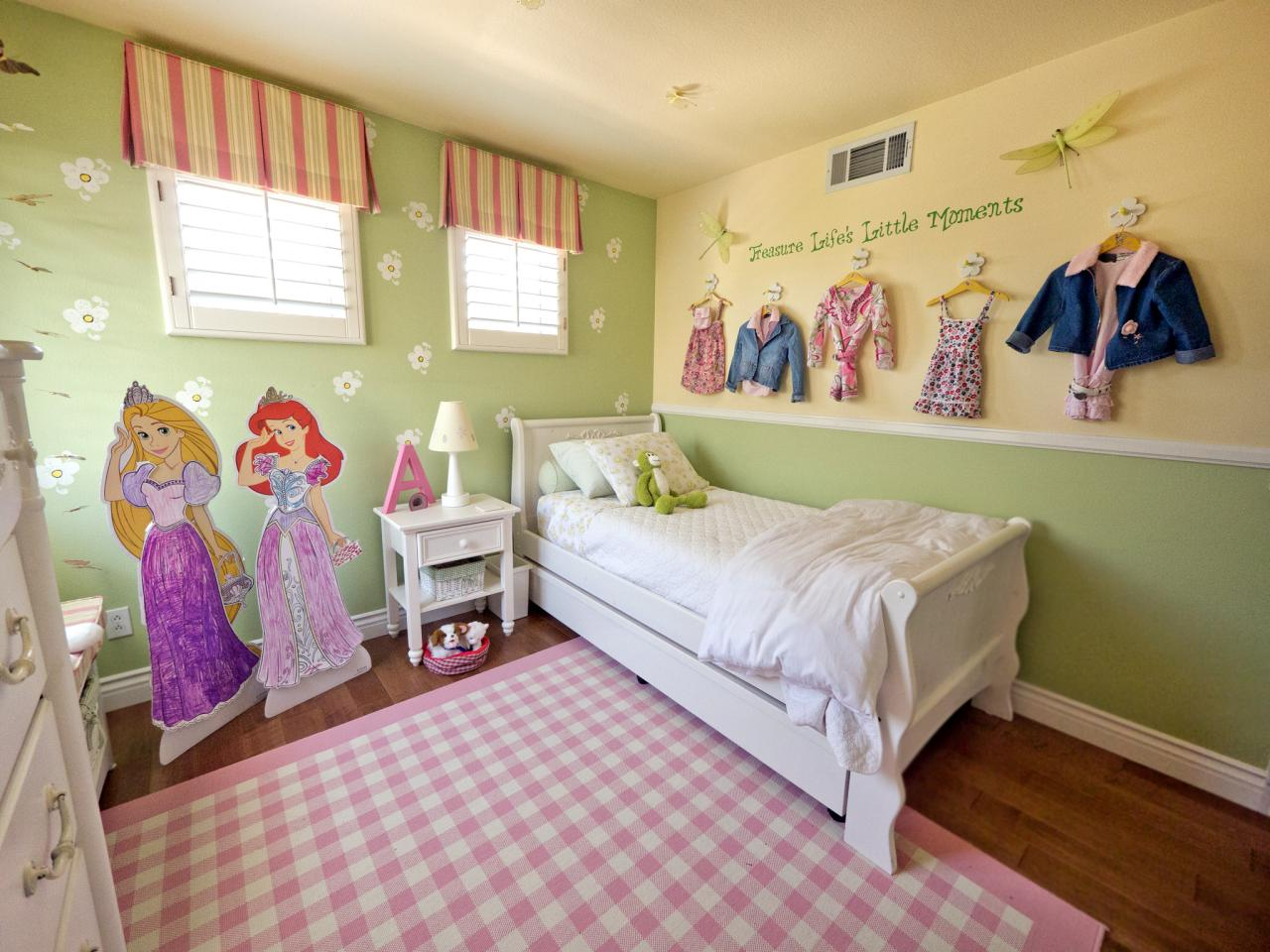 A Multifunctional Little Girl 39 S Room In A Small Space
