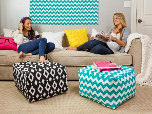 CI-Dormify_dorm-room-teens-talking-on-sofa_s4x3