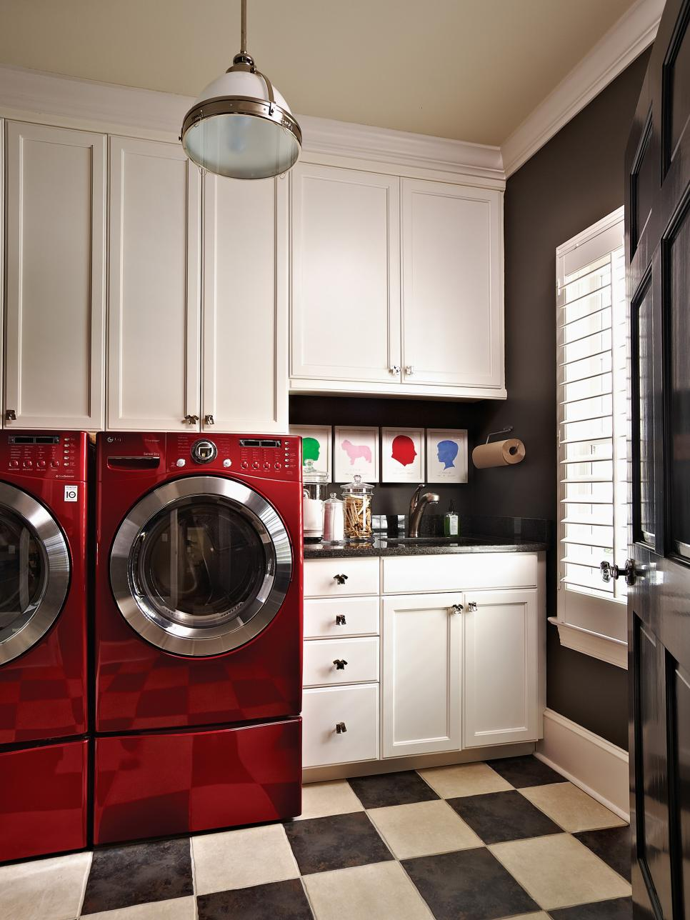 Beautiful and efficient laundry room designs hgtv - Laundry room design ideas ...