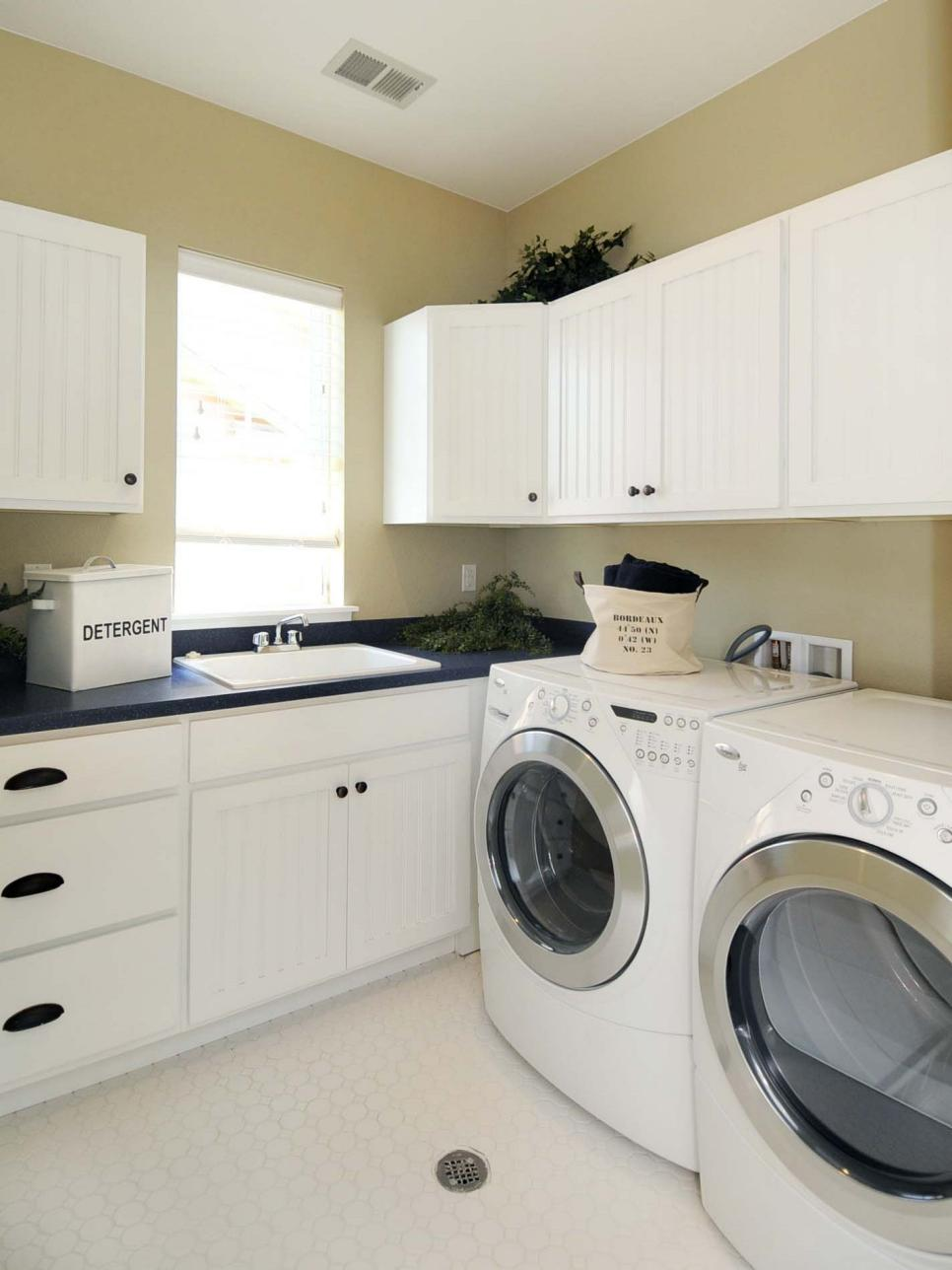 Beautiful and efficient laundry room designs hgtv for Suggested ideas for laundry room design