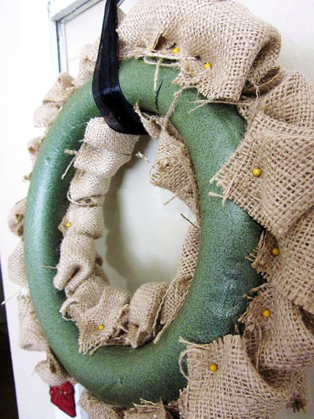 Back View of Burlap Bubble Wreath