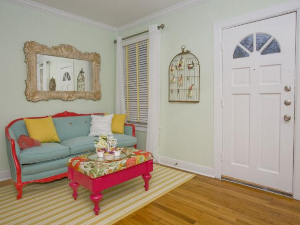 Pink, yellow and blue cottage-style living room