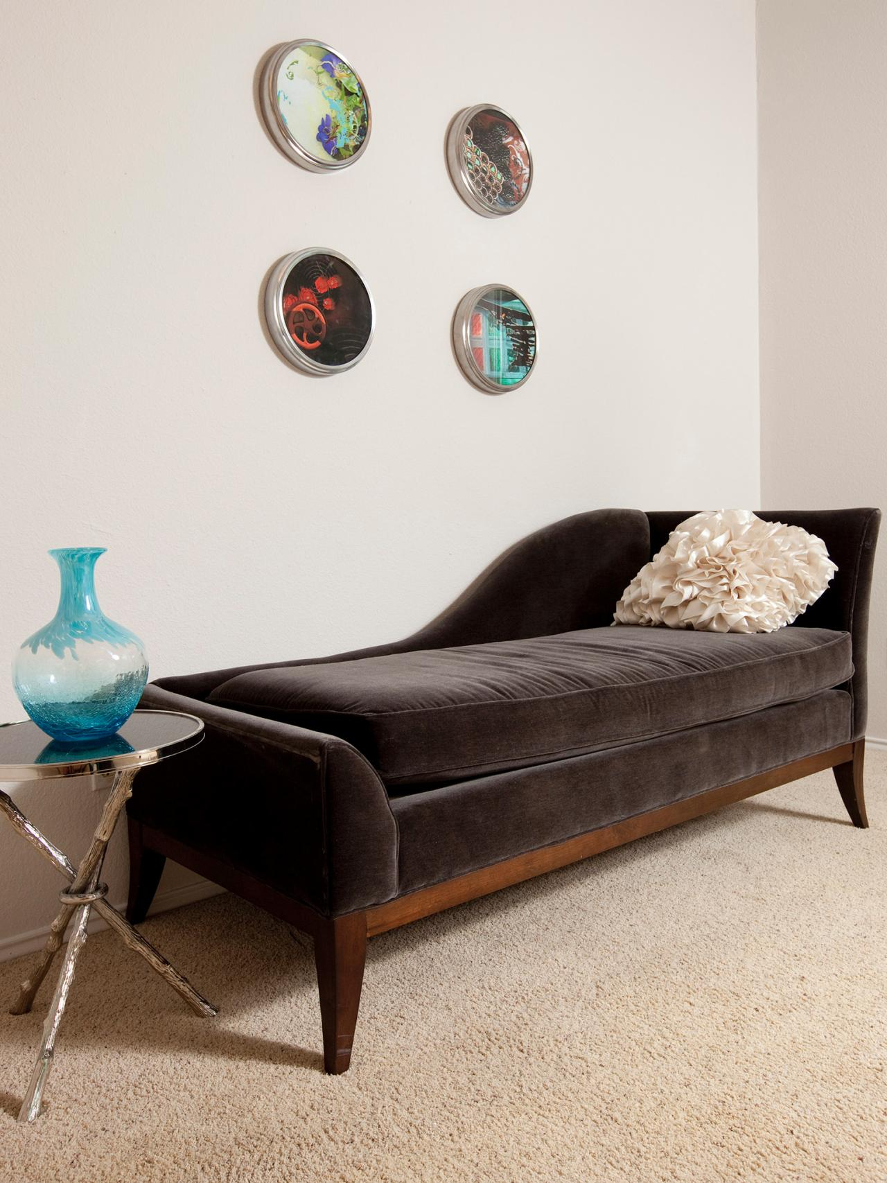 Photos hgtv for Bedroom chaise lounges