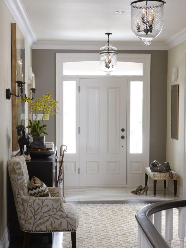 Foyer with taupe accent wall and a pair of pendant lights
