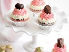 Original_Heather-Baird-SprinkleBakes-NeopolitanCupcakes-Beauty1_s3x4